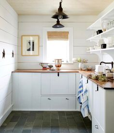 Farmhouse kitchen countertops farmhouse kitchen with butcher block counter tops farmhouse style kitchen counter decor White Kitchen Cabinets, Kitchen Shelves, Open Shelves, Kitchen Pantry, Mini Kitchen, Kitchen Ideas, Kitchen Grey, Pantry Ideas, Kitchen Layout