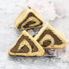 Yeast-Shortbread Hamentachen, that with a special and easy technique – they get the triangular tradition shape