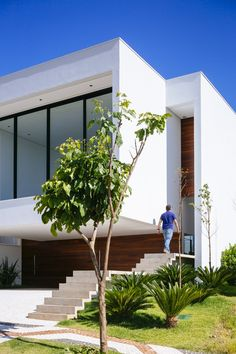 exterior facade materials Project modern residence Brasil Sustainable Four Level Home in Brazil Exhibiting a Bold Modern Architecture Residential Architecture, Contemporary Architecture, Interior Architecture, Casas Containers, Design Exterior, Villa, Level Homes, Facade House, Modern House Design