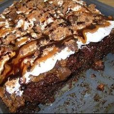 Wow... just WOW!! A butterfinger cake. Need I say more? I WANT!