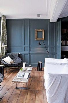 Une très belle couleur dans un salon avec parquet ancien.