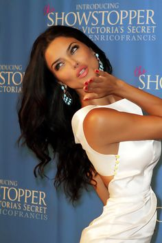 Adriana Lima, So gorgeous.