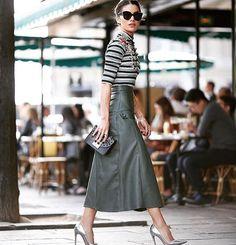 Inspiração pra segunda: quando uma saia de couro faz o look!