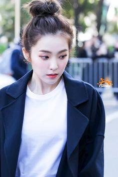 K-Pop Babe Pics – Photos of every single female singer in Korean Pop Music (K-Pop) Kpop Girl Groups, Korean Girl Groups, Kpop Girls, Red Velvet Irene, Black Velvet, Seulgi, K Pop, Rapper, Kim Yerim
