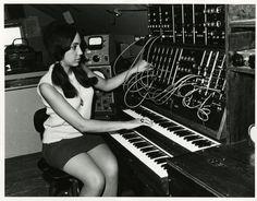 ElectronicMusicStudioStudent_ca1960s2[1]