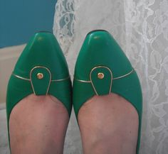 Beautiful Jade Green Gold Selby Leather Pumps Size 8 Comfort Flex USA Shoes Heels by WeReallyAreRomantic on Etsy
