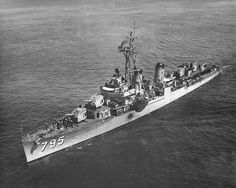 https://upload.wikimedia.org/wikipedia/commons/1/13/USS_Preston_%28DD-795%29_underway_c1950.jpg