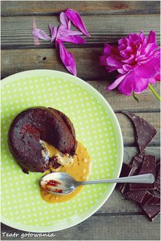 Chocolate fondant with peanutt butter inside. Easy to made.