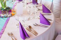 Round Tablecloth, Purple Wedding Decorations, Table Decorations, Rose Gold Cutlery, Purple Chair, Table Overlays, Vase Fillers, Table Arrangements