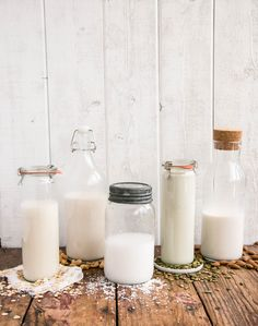 Homemade plant-based milk is often creamier and fresher. Here are 5 easy recipes to make your own almond, cashew, pumpkin seed, oat or coconut milk!