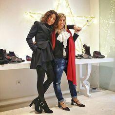 Os deseamos Feliz Navidad @taccodistante y @tarracostyle_oficial  #moda #ropaitaliana #instamodas #troussers # navidad # amigas #agustito #cute #cool #love #oufitoftheday #stretstyle #taccodistante