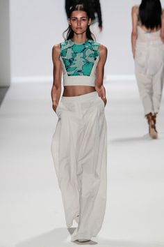 Fashion week. AHHH love <3 Can't believe this pants style is back! Hammer wants them back....please, give them back!!!