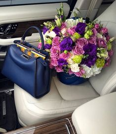 Stay classy and love fashion Classy Chic, Stay Classy, Yves Saint Laurent, Luxury Lifestyle Fashion, Colorful Roses, Fresh Flowers, Flower Bag, Moda Vintage, Flower Fashion