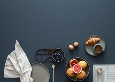 Duńska marka Ferm Living zaprezentowała niedawno kolekcję na sezon letni 2016 roku. Wśród propozycji projektów uwagę przykuwają metalowe regały, dzięki którym łatwo będzie zachować porządek. Można je dowolnie konfigurować, w zależności od potrzeb użytkownika. Ciekawą propozycją są także metalowe osł