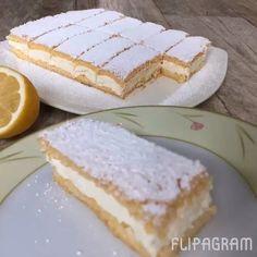 Limon Dilimleri Tarifi için Gereken Malzemeler Pandispanyası için; 2 adet yumurta 2 yemek kaşığı su 1 çay bardağı toz şeker (100 gr) 1 çay bardağı un 1 tatlı kaşığı Nişasta 1 yemek kaşığı sıvı yağı Yarım paket kabartma tozu 1 paket vanilya 1 bütün limonun kabuğu Kreması için; 200 ml krema 1 poşet krem şanti 3 yemek kaşığı soğuk süt 1 limon kabuğu rendesi Limon Dilimleri Yapılışı Pandispanya için ilk olarak yumurtalar, toz şeker ve vanilyayı karıştırma kabına alın. Mikserle malzemeler iyice…