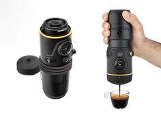 A máquina de café expresso que cabe na palma da sua mão