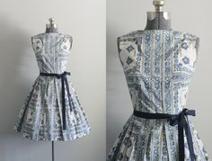 Vintage 50s Dress / 1950s Cotton Dress / Blue and Off White Floral Dress w/ Pleated Skirt S