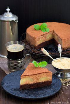 Torta al cioccolato con mousse e pere
