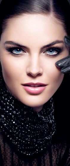 Estee-Lauder-Blacker-than-Black-promo Great look for true winter or type 4 very bold blue eyes Beautiful Eyes, Beautiful People, Most Beautiful, Beautiful Women, Feeling Beautiful, Beautiful Drawings, Beauty Makeup, Hair Makeup, Hair Beauty