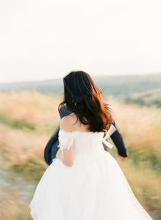Pre-wedding Shoot in golden Tuscan Fields Wedding Shoot, Wedding Dresses, Fields, Landscapes, Flower Girl Dresses, Fashion, Bride Dresses, Moda, Scenery