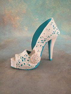Fondant/gumpaste shoe cake ~ exquisite!
