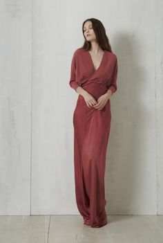 Long silk dress cut on the bias. The body is a double layer of silk georgette while the skirt is made of silk satin. This dress closes by crossing it at the front and tying it at the back. 100% Italian silk. Crafted in Barcelona.