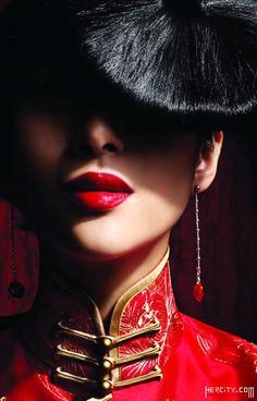 China Inspired....http://www.stylechum.com/category/makeup-tutorials/party-makeup/