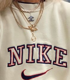 Vintage Nike sweatshirts are really trending right now 3 Aesthetic Fashion, Aesthetic Clothes, Look Fashion, Fashion Outfits, Nike Fashion, India Fashion, Japan Fashion, Lolita Fashion, Fashion Fashion