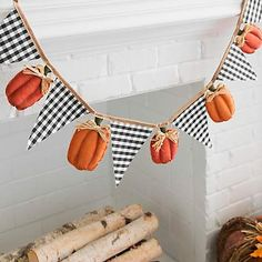 Give your fall wall space a festive, rustic accent with our Gingham Flag and Pumpkin Pennant Banner. A charming design makes this a great harvest addition. Thanksgiving Banner, Thanksgiving Crafts, Holiday Crafts, Fall Garland, Fall Banner, Burlap Garland, Fall Halloween, Halloween Crafts, Manualidades Halloween