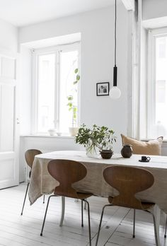 Bright white home de