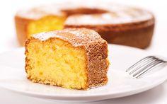 Mis gibi kokan üzeri pudra şekeri ile kaplanmış, pratik ve lezzetli limon aromalı limonlu kek tarifi.