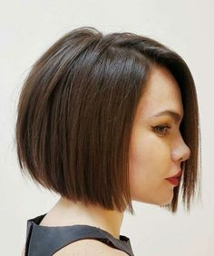 Absolutely Sensational Chin Length Bob Haircuts to Look More Fascinating in 2021 Haircuts Straight Hair, Bob Hairstyles For Fine Hair, Layered Bob Hairstyles, Haircut For Thick Hair, Short Bob Haircuts, Reverse Bob Haircut, Hairstyles Games, Top Hairstyles, Celebrity Hairstyles