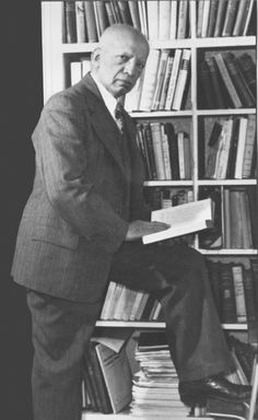 On September 9, 1915 Carter G. Woodson founded the Association for the Study of Negro Life and History, now the Association for the Study of African American Life and History.   The ASALH is dedicated to using education to fend off racist and erroneous ideas about African American life and history. In 1926, Woodson established an annual Negro History Week, devoted to the celebration of Black history and culture. In 1976 Negro History Week was expanded to Black History Month. #TodayInBlackHis...