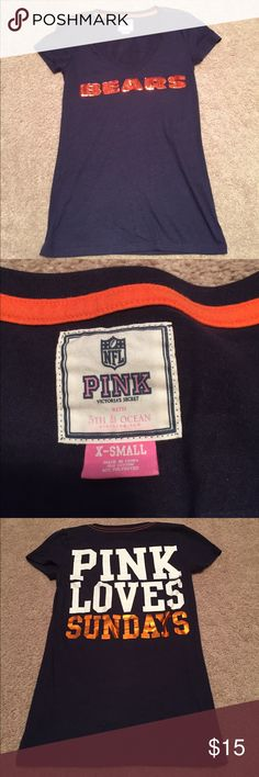 "Chicago Bears 🐻 Fitted V Neck T-Shirt Super cute Chicago Bears 🏈 fitted t shirt! ""Bears"" is written in orange sequins on the front. In perfect condition! Perfect for game day ladies! PINK Tops Tees - Short Sleeve"