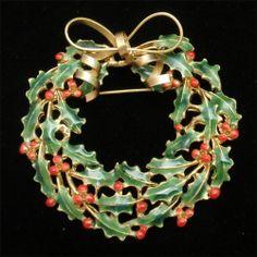 Christmas Wreath Brooch Pin Vintage Xmas Enamel Weiss