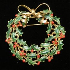 Christmas Wreath Brooch Pin Vintage Xmas Enamel Weiss