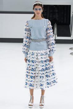 Chanel Spring 2016 Ready-to-Wear Fashion Show
