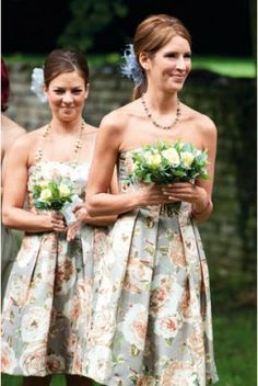 Dolores prints from Madrid? Sparkly Bridesmaid Dress, Patterned Bridesmaid Dresses, Unique Bridesmaid Dresses, Bridesmaid Flowers, Floral Bridesmaids, Garden Party Wedding, Wedding Party Dresses, Garden Weddings, Balloon Dress
