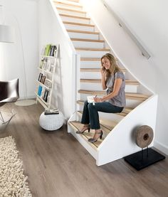 Tip van Katrien traprenovatie Home Living Room, Living Room Decor, Open Trap, Staircase Makeover, Stair Lighting, Staircase Design, Stairways, Interior Design Living Room, Decoration