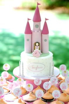 Princess Castle cake love this for a little girl party 2 Birthday Cake, Princess Birthday, Happy Birthday, Carriage Cake, Girly Cakes, Princess Castle, Princess Cakes, Prince Party, Novelty Cakes