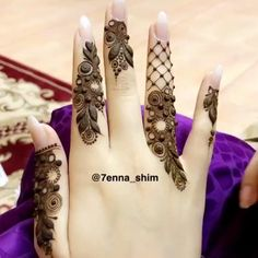 Image may contain: one or more people Khafif Mehndi Design, Mehndi Designs Book, Modern Mehndi Designs, Mehndi Design Pictures, Mehndi Designs For Girls, Mehndi Designs For Fingers, Beautiful Henna Designs, Latest Mehndi Designs, Beautiful Mehndi