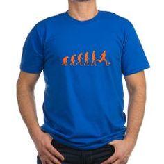 Koningsblauw Heren T-Shirt met voetbal evolutie on oranje print. Beschikbaar in diverse maten, kleuren T-shirts en soorten prints.