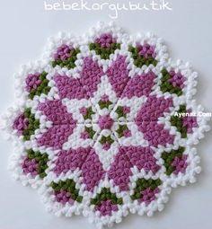Papatya-Mor-Yesil-Beyaz-Lif-Yapilisi Crochet Girls Dress Pattern, Crochet Patterns, Crochet Home, Free Crochet, Crochet Doilies, Crochet Stitches, Baby Nest, Diy And Crafts, Stencils