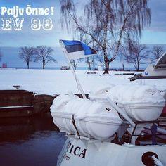 Palju Õnne EV 98!  #kalamaja #visitestonia #visittallinn #estland #naissaar #klauskohvik #visittallinna by karzummik