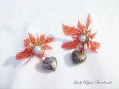 Orecchini a clip con fiore rosso fatto in Sospeso Trasparente con cuore pendente bijoux moda donna. By Lady Bijoux Handmade