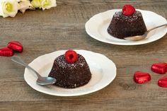 Con le dosi indicate più in basso si possono realizzare 4 tortini. Preparazione passo passo Passo 1 Sciogliere il cioccolato a bagnomaria insieme al burro e allo zucchero. Passo 2 Togliere dal fornello e fare intiepidire. Unire quindi la farina, l'ORZORO® ORZO & CACAO e le uova, una alla volta e mescolare bene. Passo 3 Versare il... Orzo, 3, Panna Cotta, Pudding, Ethnic Recipes, Desserts, Gastronomia, Tailgate Desserts, Dulce De Leche