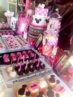 Minnie Mouse Birthday Party - Candy and desserts table, Cake Pops, fondant cake… Minnie Mouse Birthday Theme, Birthday Candy, Mickey Party, Minnie Mouse Party, 3rd Birthday Parties, Mouse Parties, Birthday Party Decorations, 2nd Birthday, Birthday Ideas