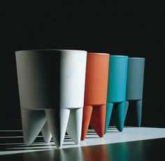 4x Bubu van Philippe Starck naast elkaar in verschillende kleuren. Opmerkelijk is de compositie: ze staan alle vier in dezelfde positie.