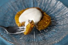Carrot Cake Pancake - Has very little sugar and tons of carrots. A certain little veggie-hating toddler eagerly gobbled down these and the zucchini bread pancakes with nothing but a little butter spread on them. Brunch Recipes, Breakfast Recipes, Brunch Menu, Breakfast Ideas, Carrot Cake Pancakes, Cream Cheese Topping, Paleo, Smitten Kitchen, Breakfast Time