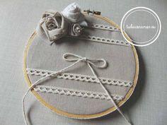 Porta alianzas de bastidor bonito, diferente y original  ideal para vuestros anillos de boda  Hecho a mano, diseño exclusivo de Tu día Con Amor   http://tudiaconamor.es/complementos-y-decoracion-boda/1657-porta-alianzas-bastidor-lazo.html  #boda #portaalianzas #bastidor